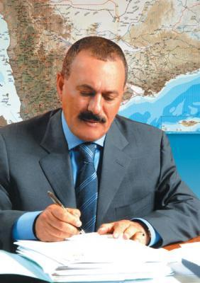 Almotamar Net - President Ali Abdullah Saleh renewed his call on Sunday to all political forces which will participate in the national comprehensive dialogue to present a civilized model of dialogue and make their discussions positive and productive through putting the countrys interest above other interests.