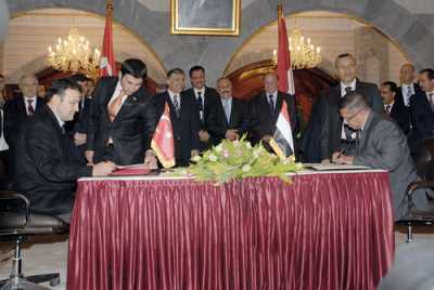 Almotamar Net - President Ali Abdullah Saleh and Turkish President Abdullah Gul attended on Monday a ceremony of signing four cooperation agreements and an executive protocol between Yemen and Turkey.