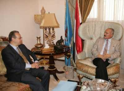 Almotamar Net - - Sanaa - The leader of General Peoples Congress Ali Abullah Saleh met here on Saturday the UN Secretary-General Jumaal Binomar who currently discussing the steps and the preparation with political parties and civil organizations to hold the national dialogue.